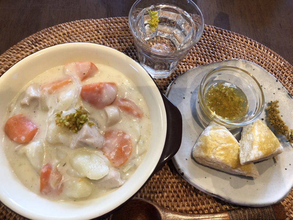 【野草料理】セイタカアワダチソウのシチューとスコーン&はちみつジャム