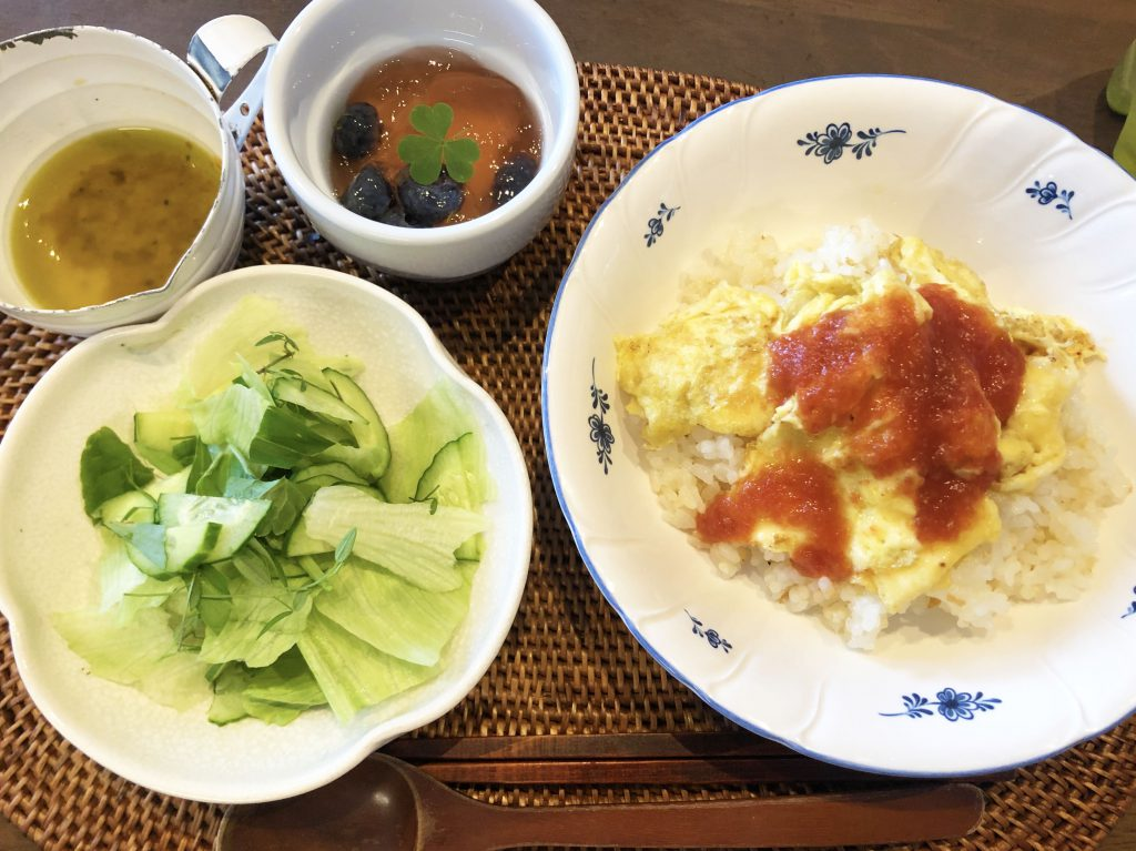 【野草料理】発酵トマトケチャップと野草サラダ