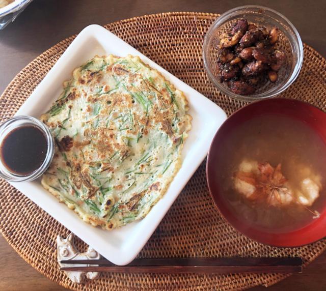 【野草料理】ノビルと納豆のチヂミと落ち葉であったまる甘酒スープ